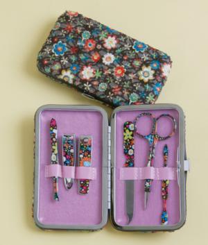 Posies Manicure Kit