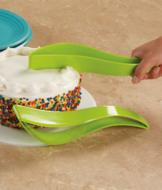 Cake Cutter with Beveled Edge