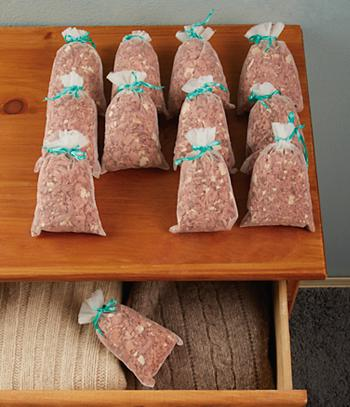 Red Cedar Sachets - Set of 12