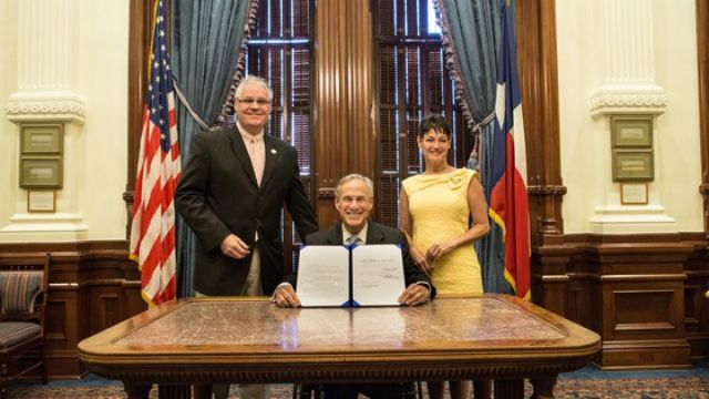 Anti-Trans 'Bathroom Bill' Dead as Texas House Adjourns