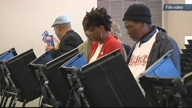 Election officials: Illinois early voting breaks records