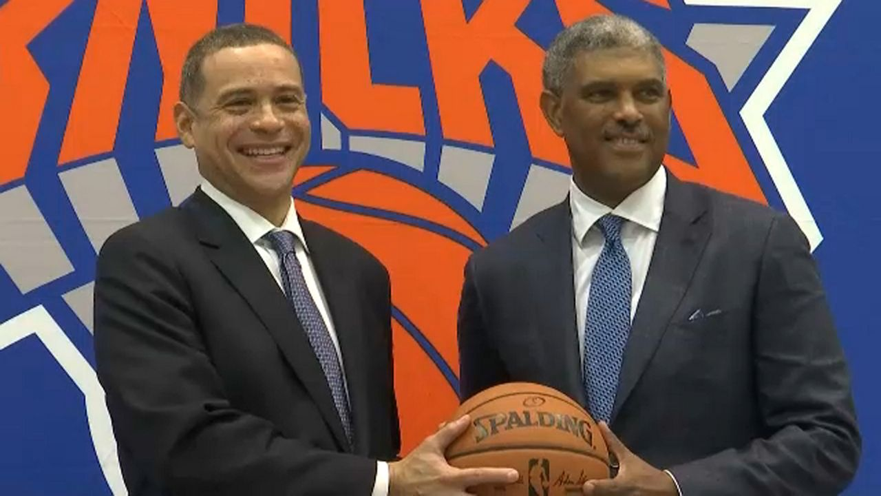 Knicks introduce Scott Perry as new GM