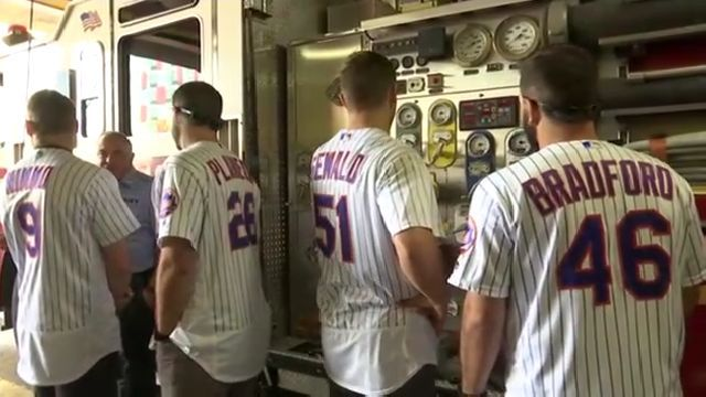 Mets continue tradition of visiting 9/11 firehouses