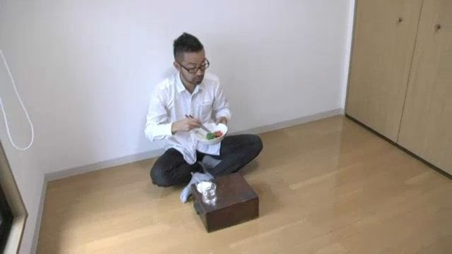 Trending in tokyo minimalism takes decluttering to for Minimalist living blog