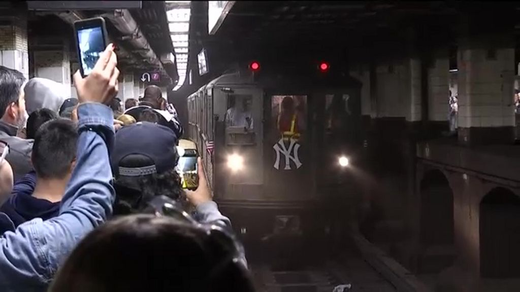 Vintage Subway Cars Give Yankee Fans an Old Ride to the New Stadium
