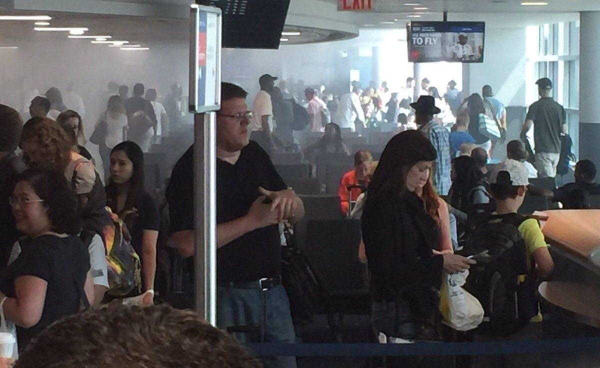 Smoke fills terminal at JFK Airport after restaurant fire
