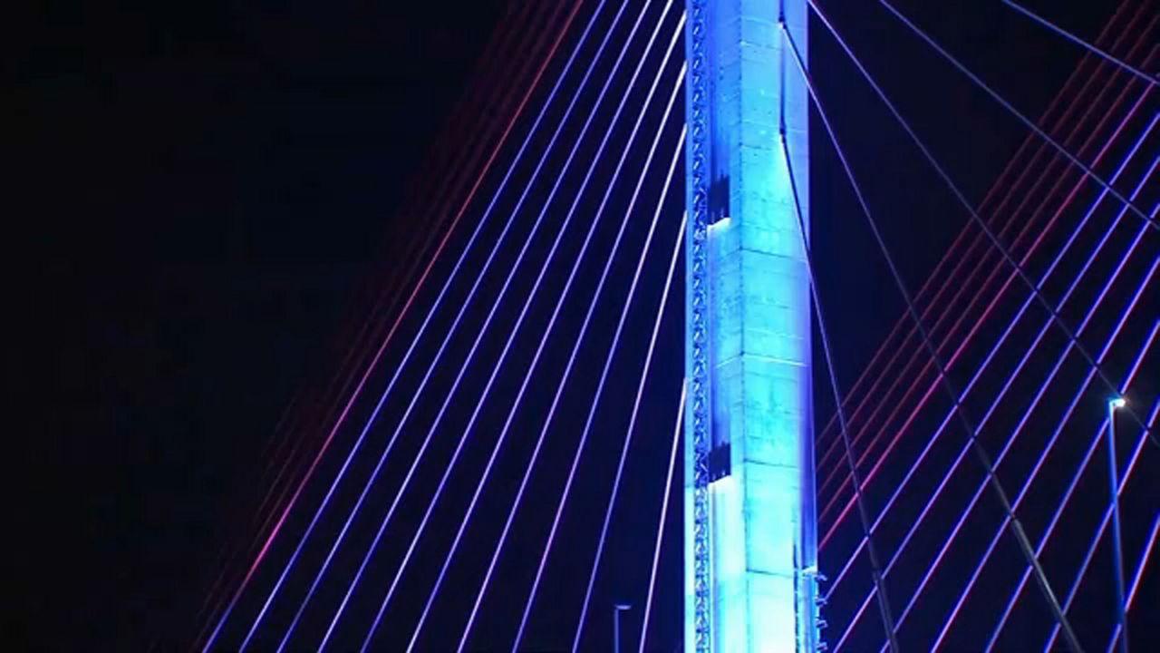 De Blasio, Cuomo clash over bridge, tunnel light show plan