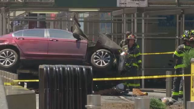 Officials: One Dead, 22 Injured in Times Square Crash