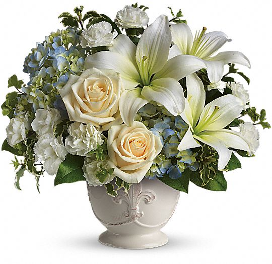 Beautiful Dreams by Teleflora Flowers