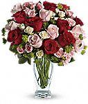 Création de cupidon avec bouquet de roses rouges