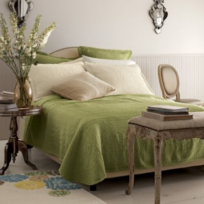 William and Mary Matelassé Bedskirt, 15″ Drop