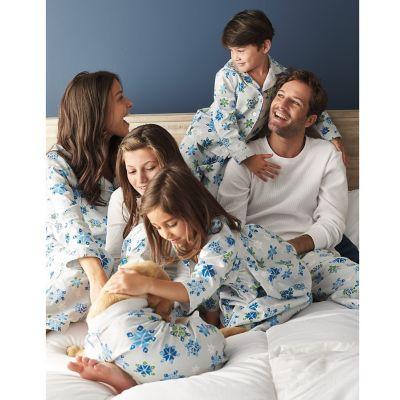 Family Pajamas – Snowflakes