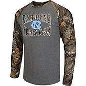 Colosseum Athletics Men's UNC Tar Heels Grey/Camo Break Action Long Sleeve Shirt