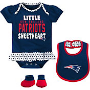 NFL Team Apparel Infant New England Patriots Bib & Booty Set