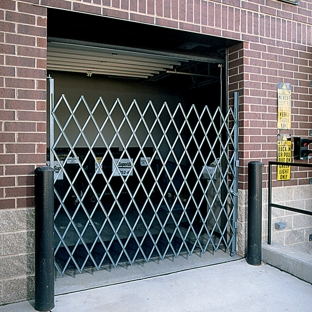 Relius solutions pivoting single gates for wide doorway