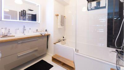 Une salle de bains rénovée au style loft