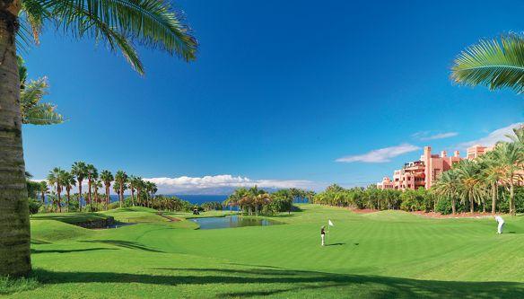 ck棋牌A lush golf course overlooking the ocean