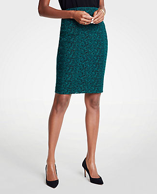 ANN TAYLOR EMBROIDERED LACE PENCIL SKIRT