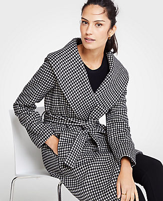 ANN TAYLOR Petite Houndstooth Shawl Collar Wrap Coat in White Multi