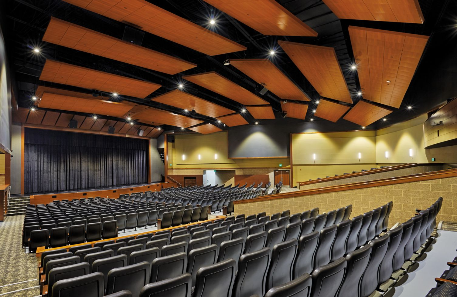 Franklin High School | Armstrong Ceiling Solutions – Commercial