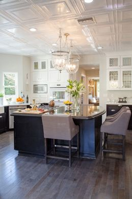 Traditional Open Concept Kitchen