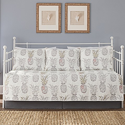 image of heritage breezes pineapple daybed set