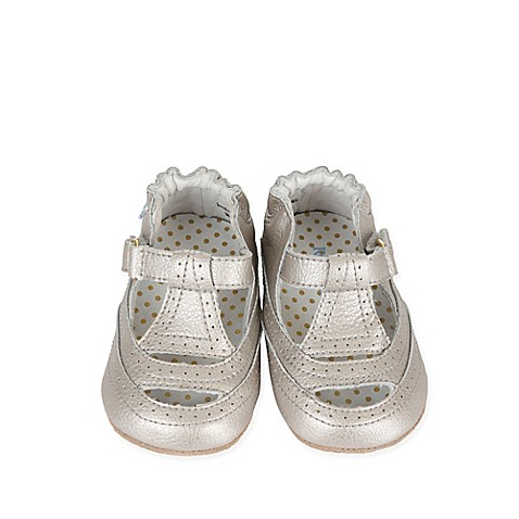 sizes: size 3 shoe, size 5 shoe, size 4 shoe, size 6 shoe, size 2 shoe Your little guy will be ready to hit the playground in the sleek, everyday Jogging Josh Mini Shoez from Robeez. This stylish sneaker has flexible rubber soles, offering support and comfort that is ideal for uneasy toddling.