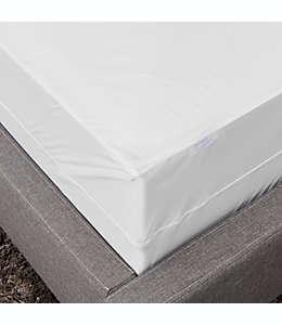Protector de colchón individual XL de poliéster Simply Essential™ a prueba de agua con cierre