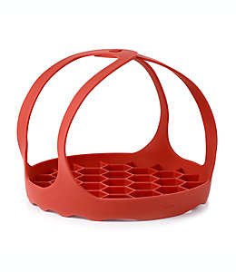 Eslinga de silicón para hornear OXO Good Grips® en olla depresión color rojo