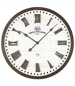 Reloj de pared rústico Bee & Willow™ Home de madera encafé/crema