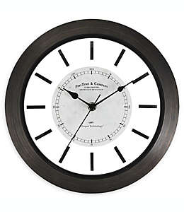 Reloj de pared FirsTime & Co.® Foundry de 27.94 cm en café