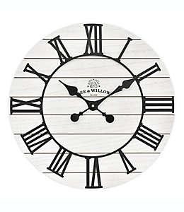 Reloj de pared rústico Bee & Willow™ Home de madera, 45.72 cm en blanco