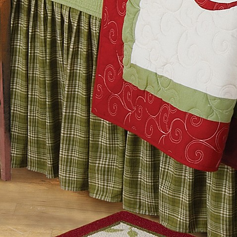Holiday Garland King Bed Skirt in Green