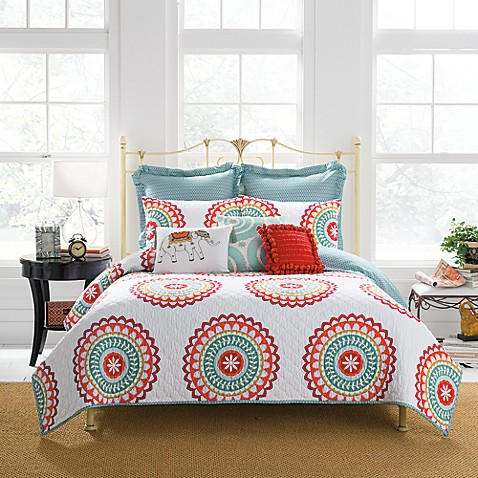 anthology™ bungalow reversible quilt in coral/white - bed bath
