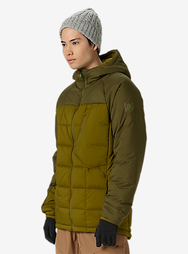 Burton [ak] NH Insulator Jacket shown in Jungle / Fir