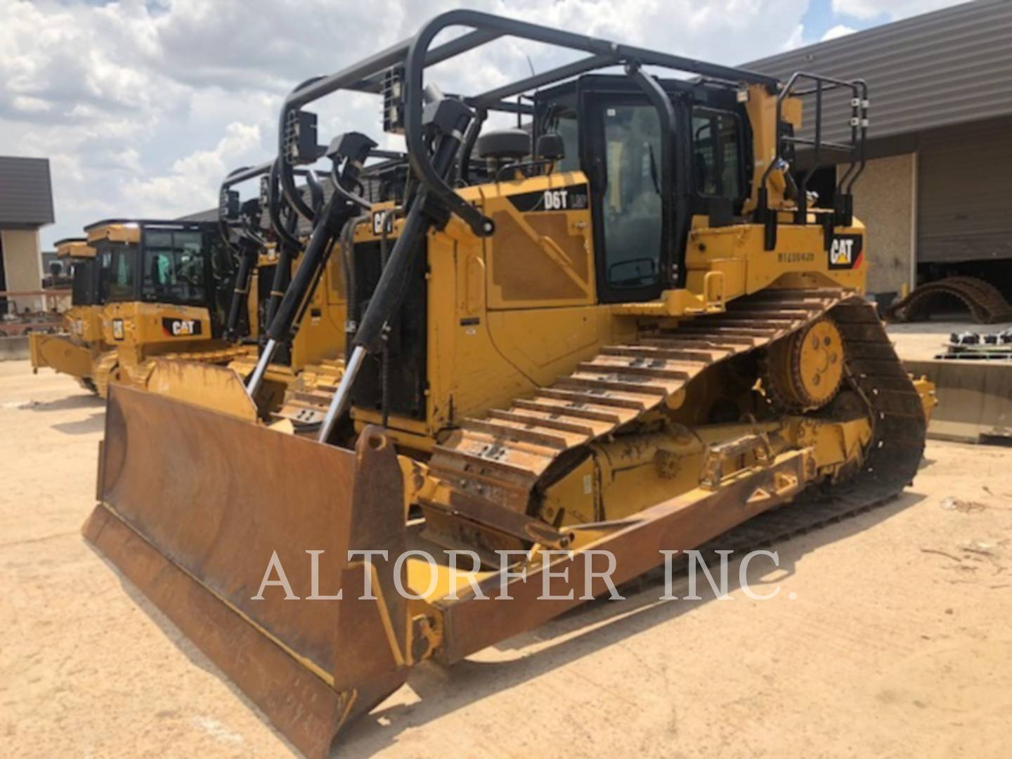 2015 Caterpillar D6T. Hours: 1768; Price: $319,000; Serial Number: HTZ00439