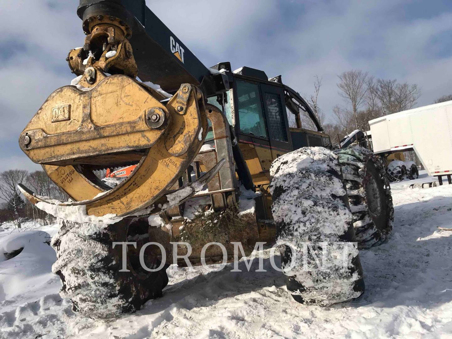 Used Heavy Equipment - 2005 CATERPILLAR 525B | Forest Products