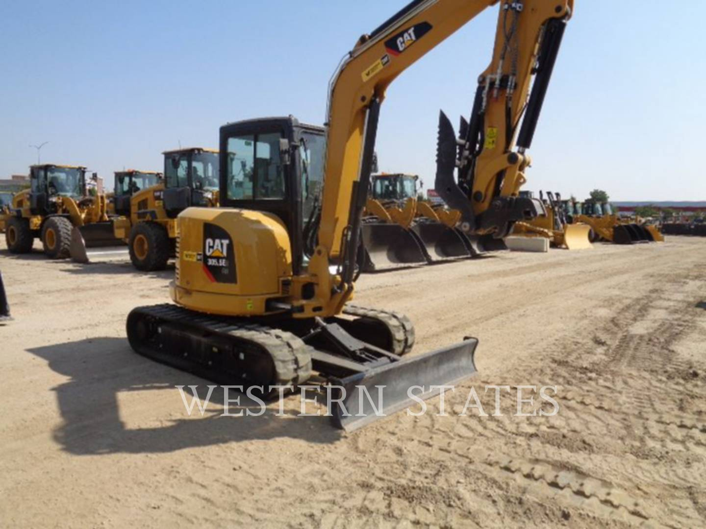 2016 CATERPILLAR 305.5E2CR image1