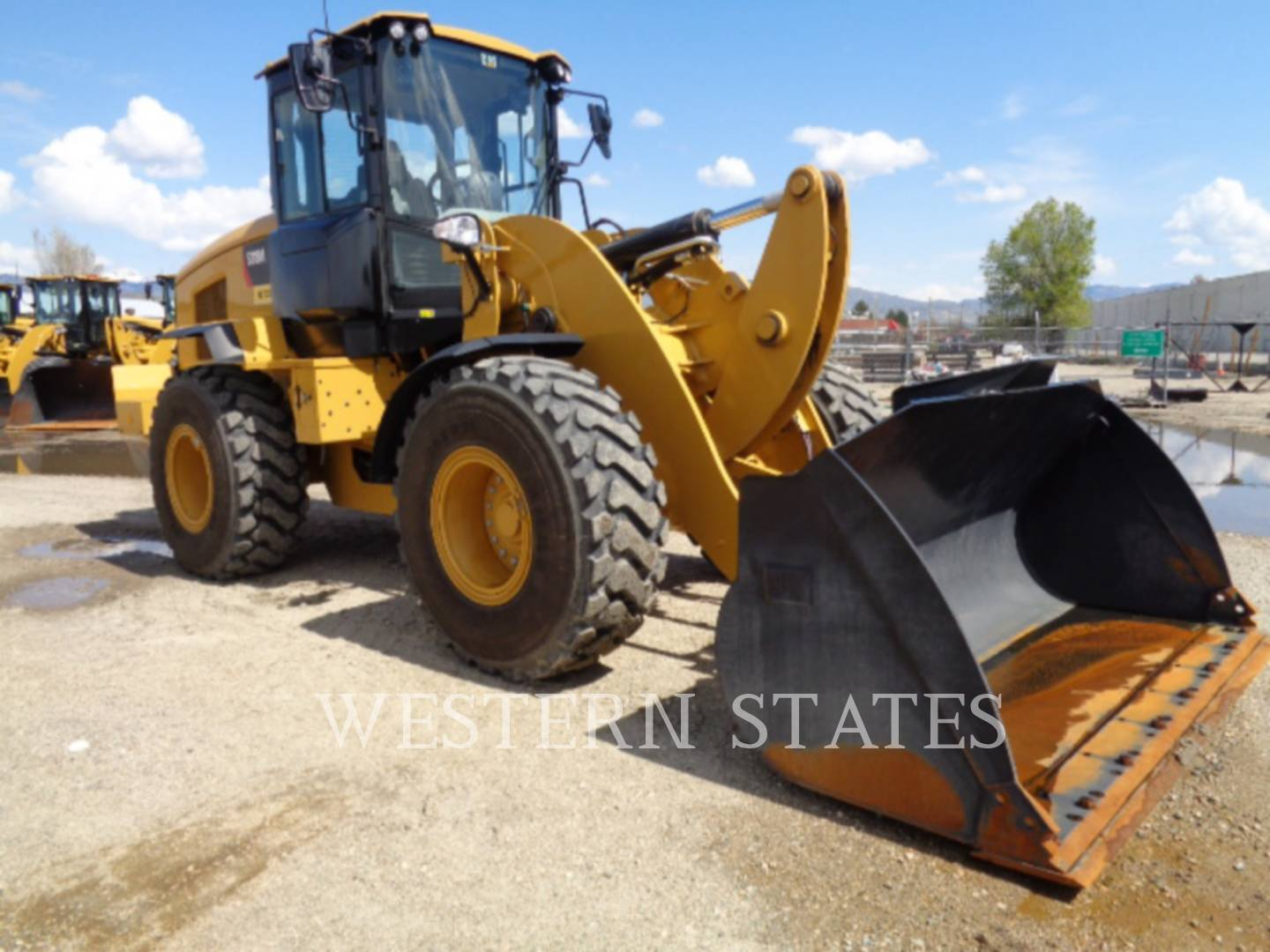 2015 CATERPILLAR 938M image1