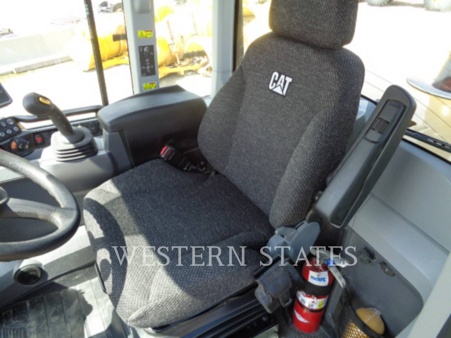 2015 CATERPILLAR 938M image4