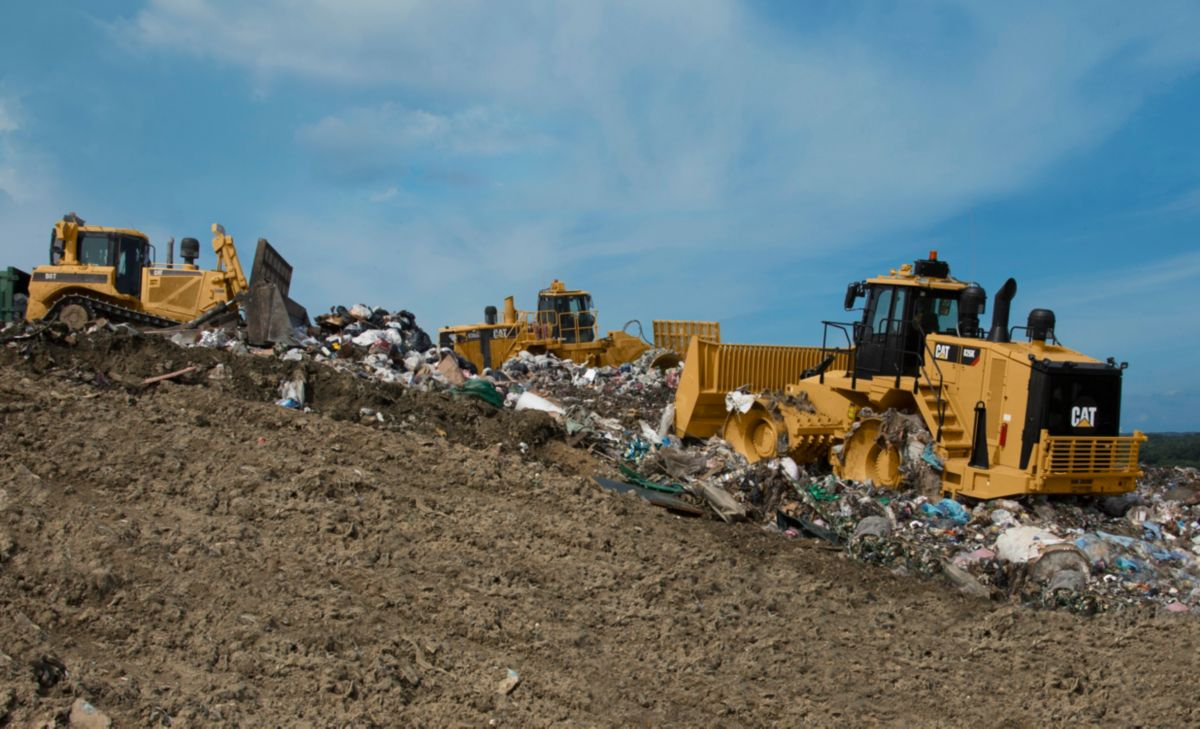 product-826K Landfill Compactor