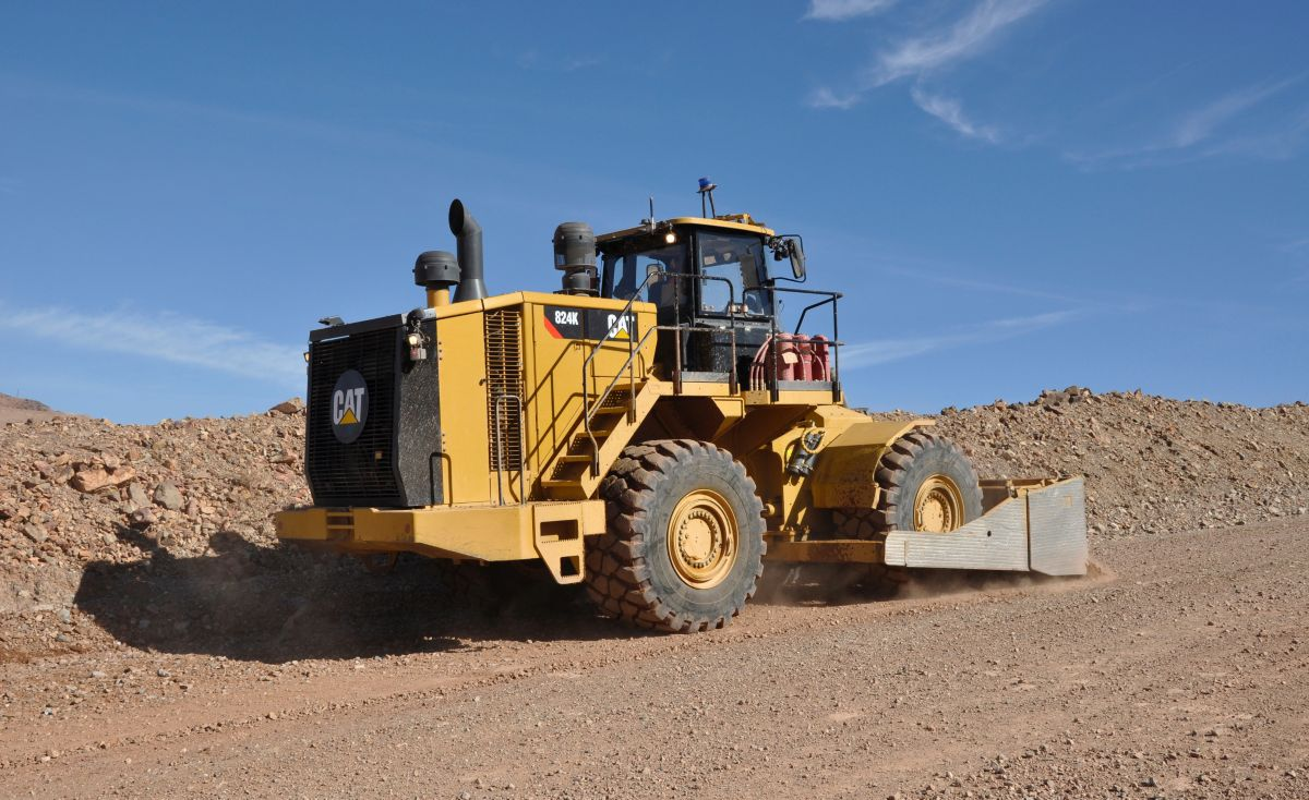 824K Medium Wheel Dozer