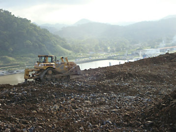 Cat D8T during 2007 Panama Canal expansion