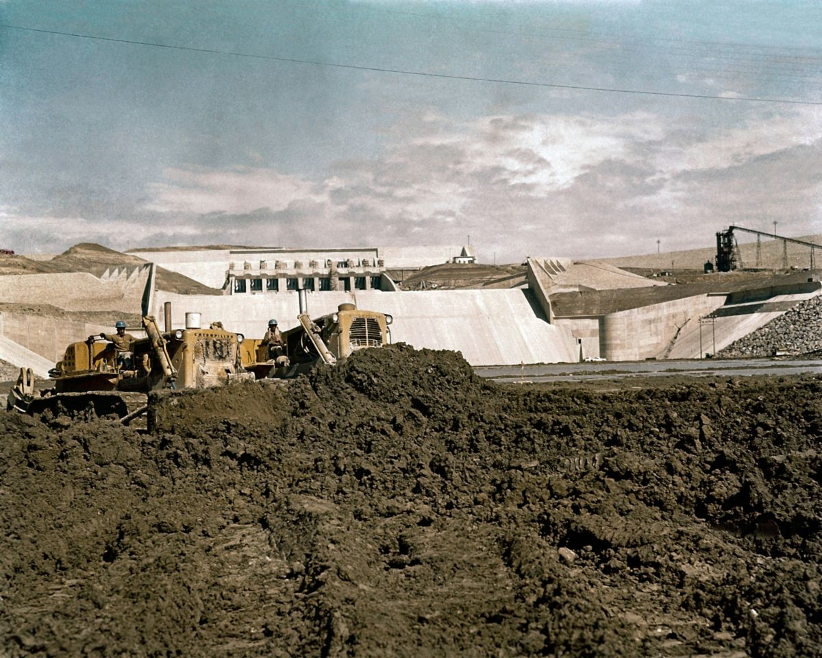 Dozers at work on the dam site.