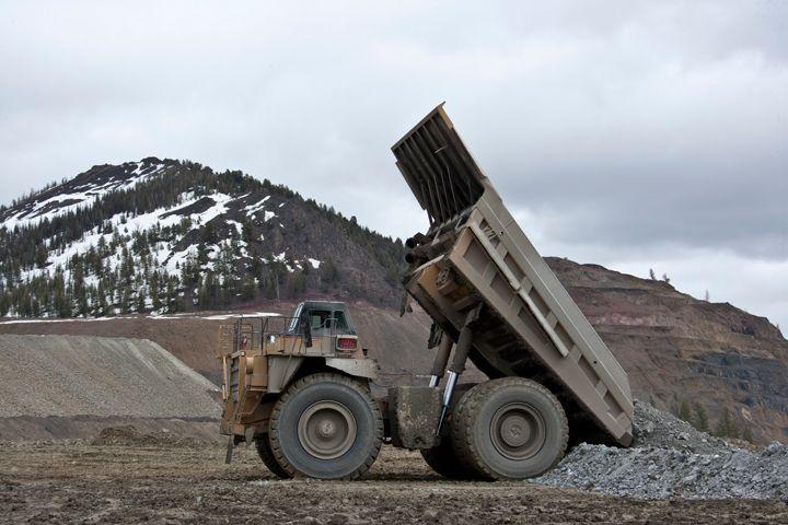 Mining Trucks 785D