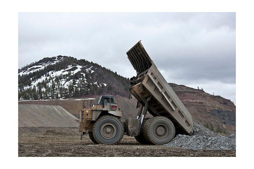 785D Mining Trucks