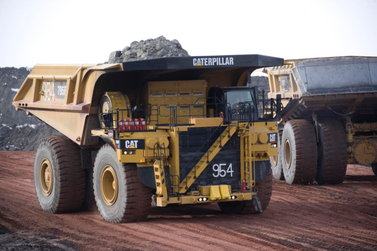 product-795F AC Mining Trucks