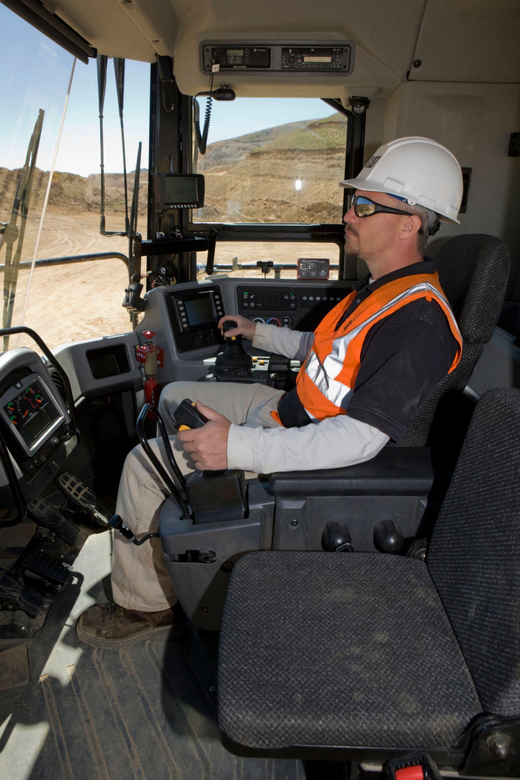 854K Operator Environment