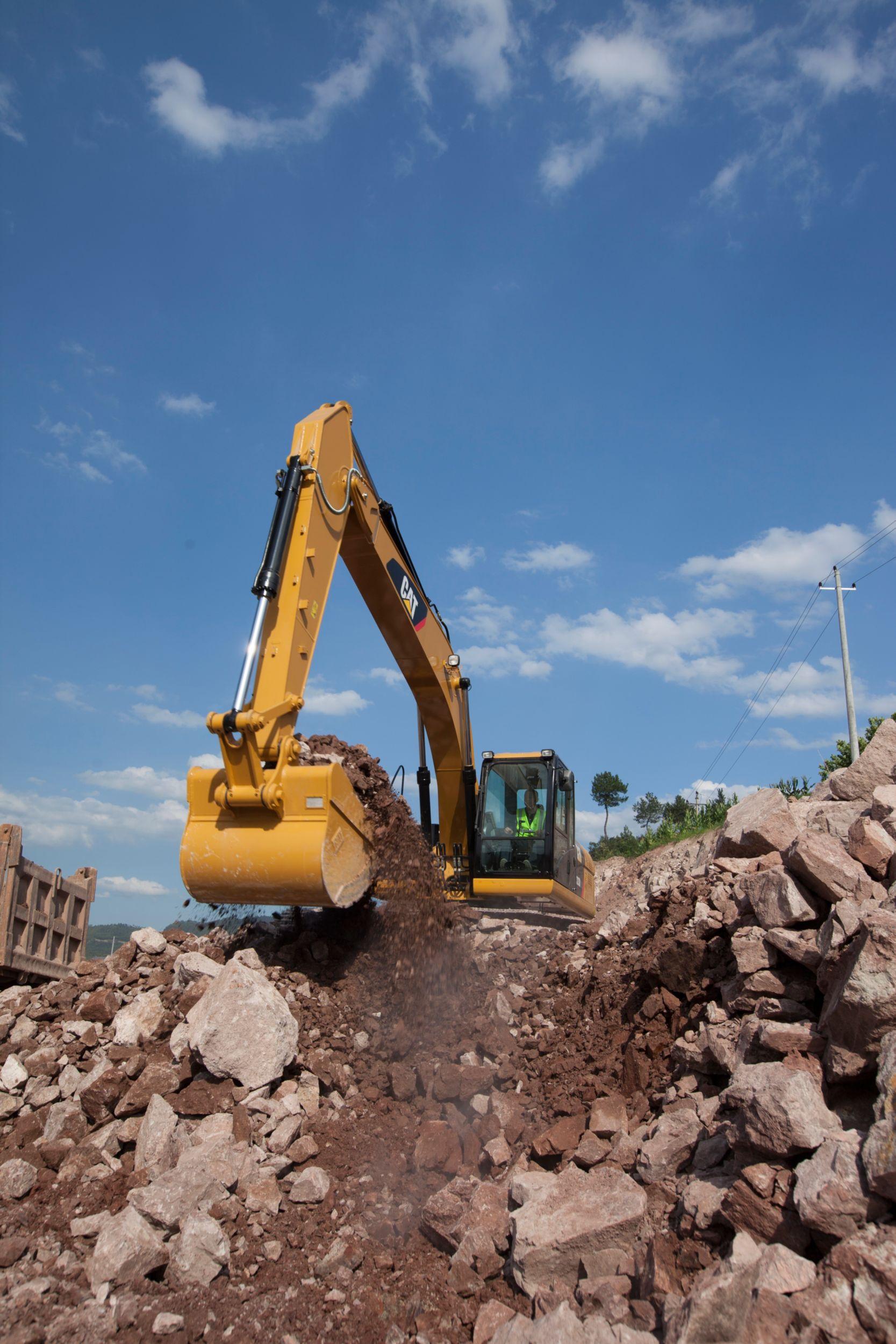 Excavadora Hidráulica Mediana 323D2 L