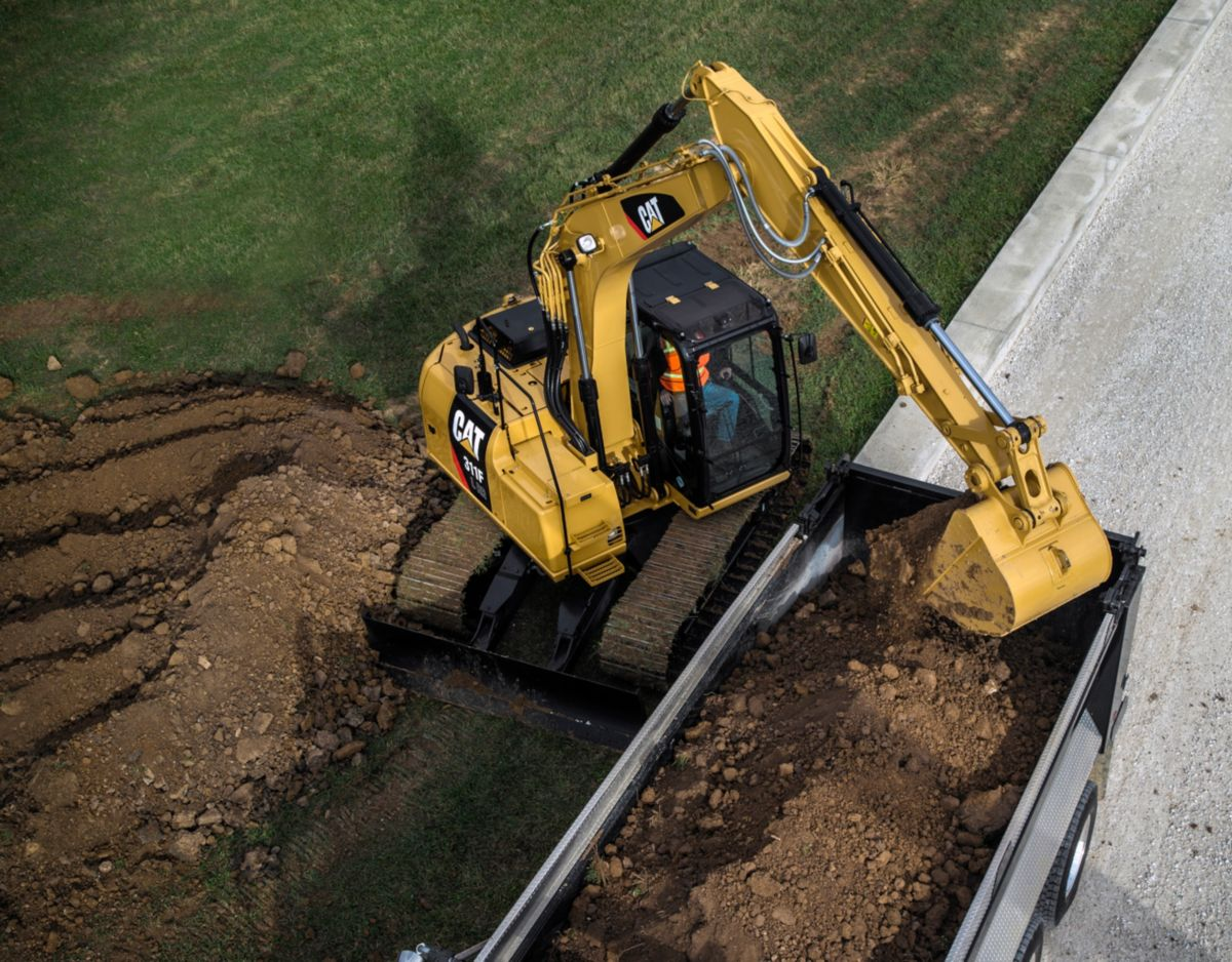 311F L RR Hydraulic Excavator truck loading>